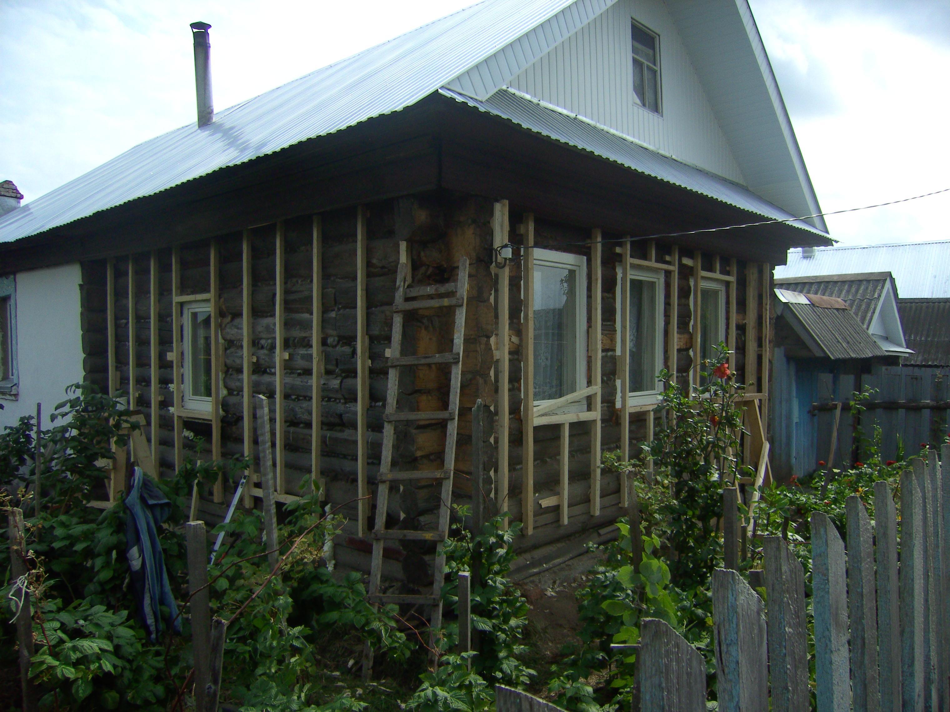 видео обшивка сайдингом деревянного дома